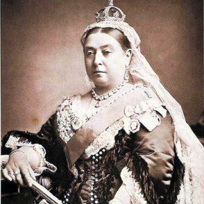 Queen-Victoria-1882